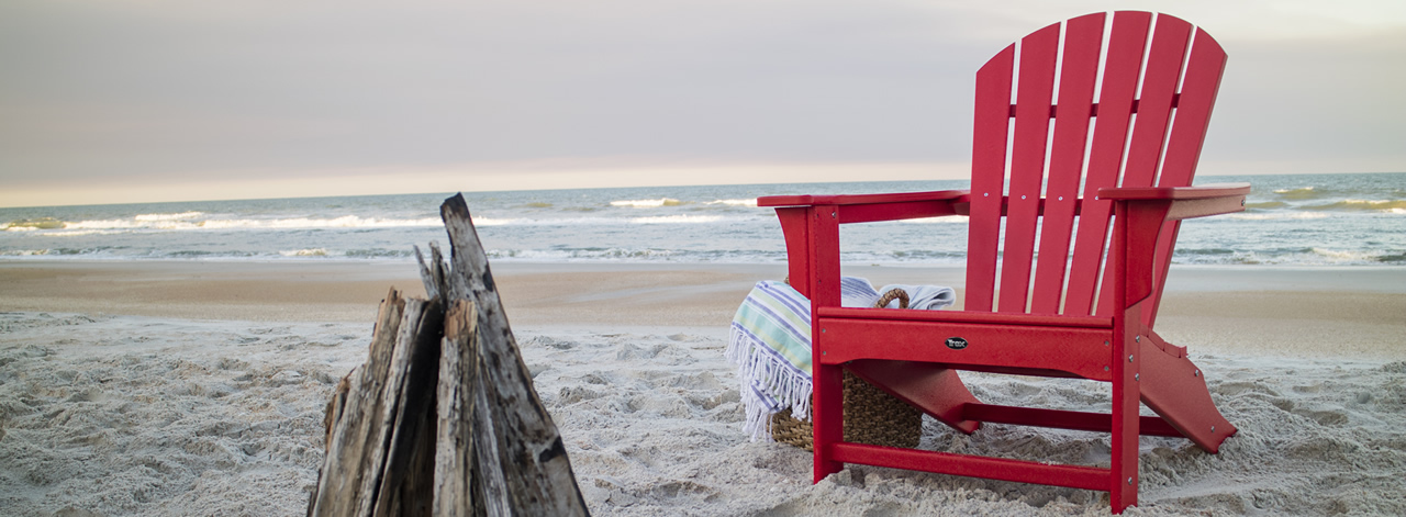 Trex medallion on white dining chair in beach side setting
